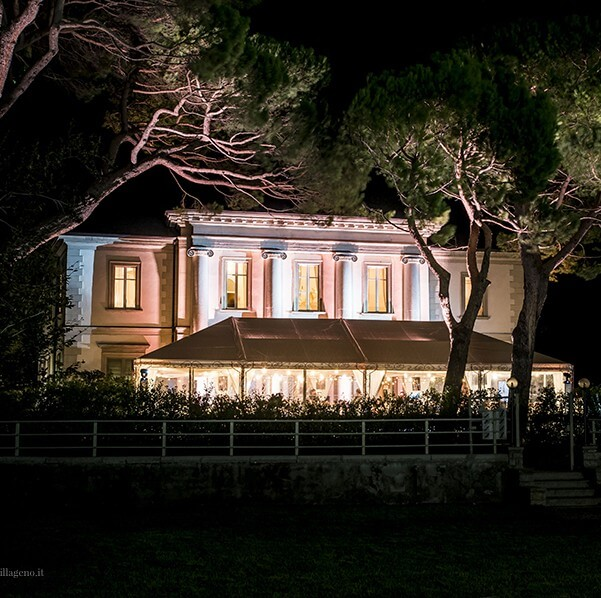 Lake-Como-wedding-villa-at-night-on-Lake-Como