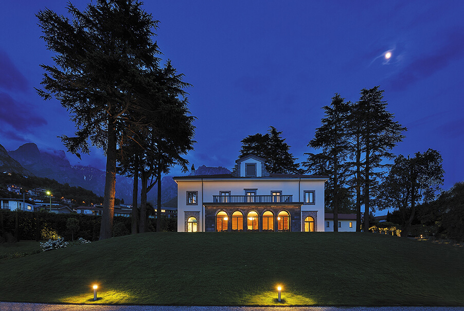 Villa-Lario-at-night-on-Lake-Como