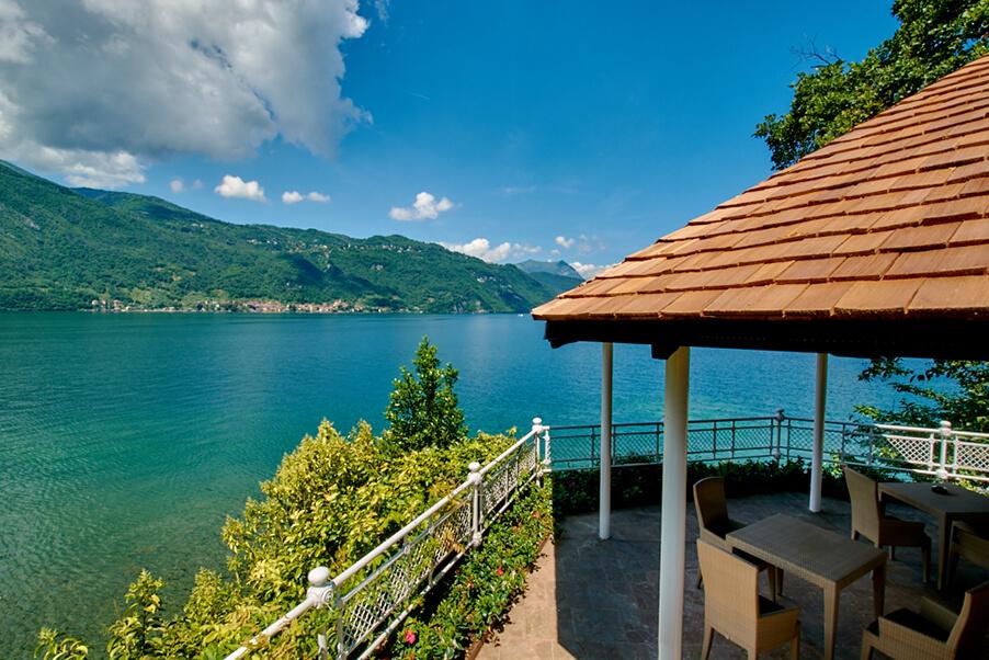 villa-lario-wedding-venue-gazeebo-by-the-lake