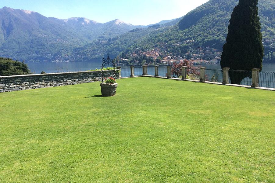 Villa-Passalacqua-Lake-Como-wedding-venue-and-ceremony-lawn-with-lake-views