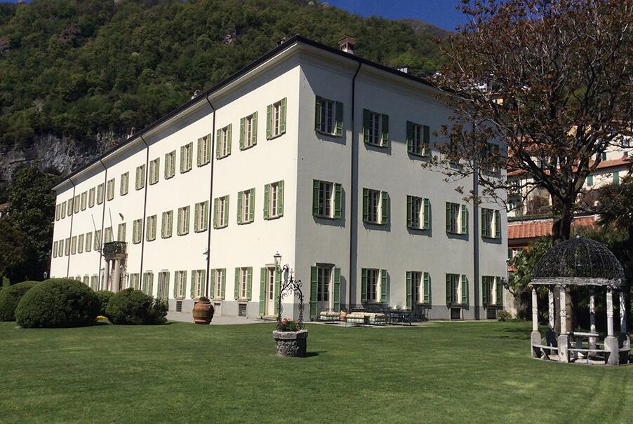 Villa-Passalacqua-Lake-Como-wedding-venue-showing-villa-and-lawns
