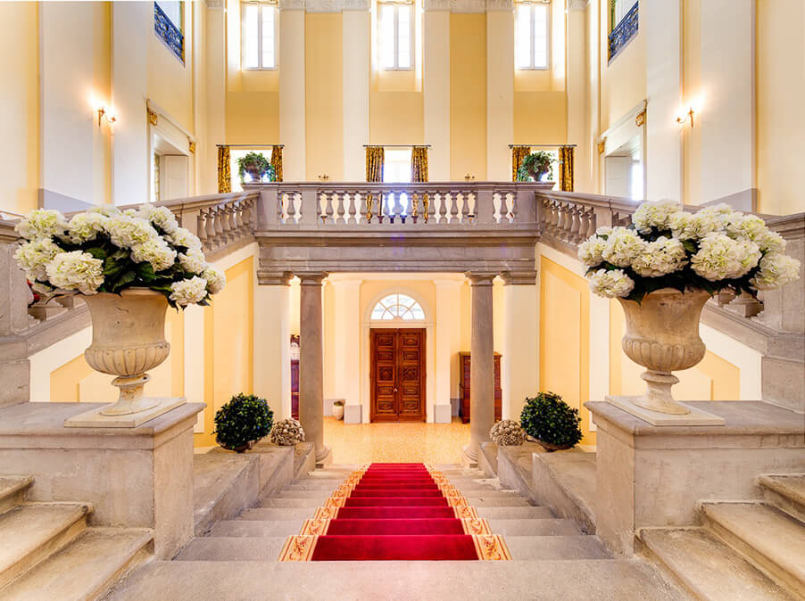 Villa-Passalaqua-wedding-venue-grand-entrance-hall-stairs