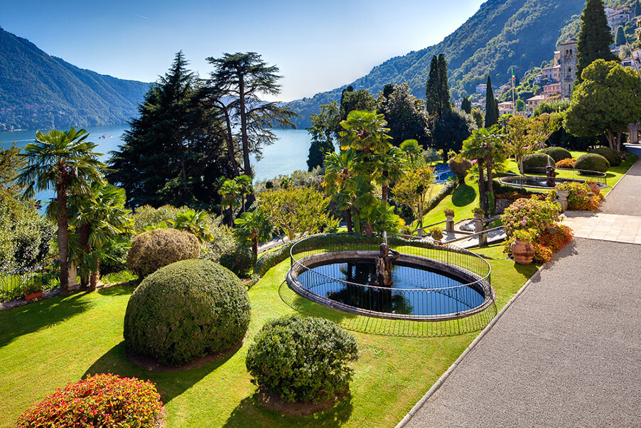 Villa-Passalaqua-wedding-venue-garden-in-front-of-Lake-Como