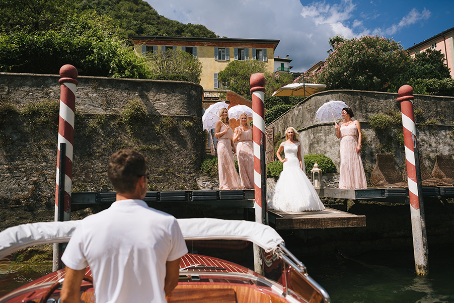 Bride-and-Bridesmaids-waiting-for-the-bridal-speed-boat