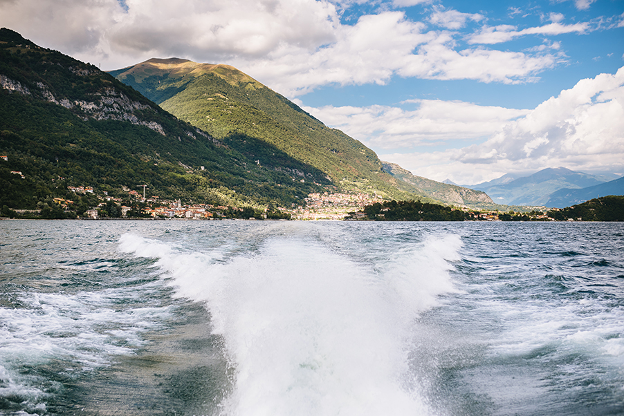 Lake-Como-speed-boat-from-wedding-ceremony-to-recpetion-villa