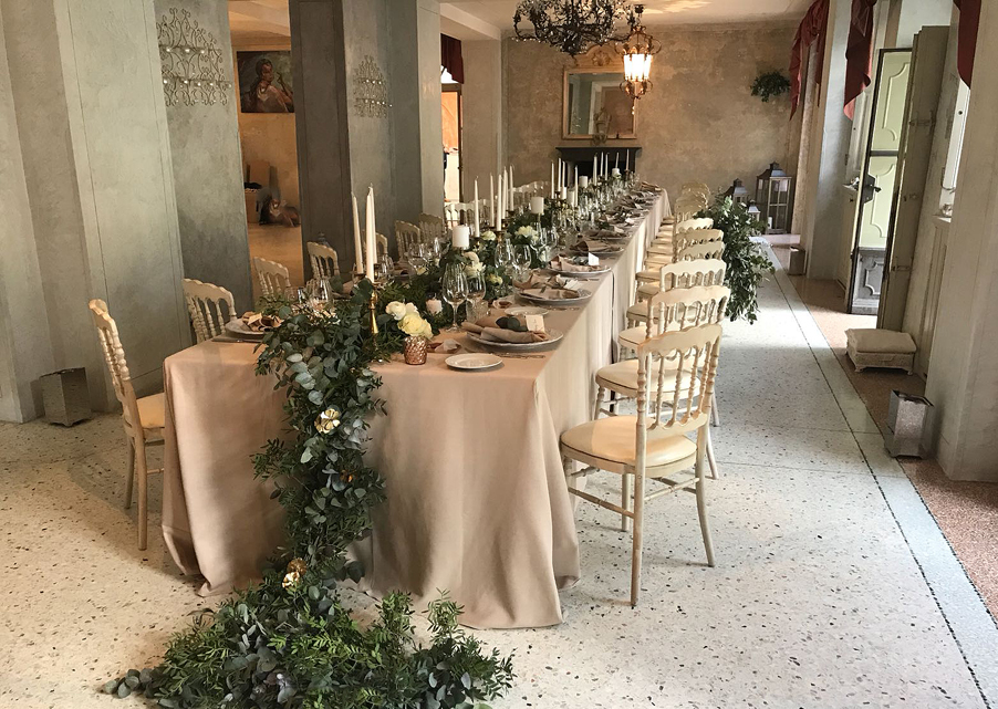 Long-table-design-inside-VIlla-Regina-Teodolinda