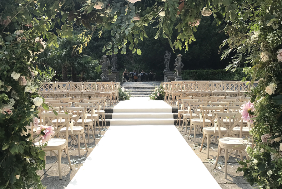 My-Lake-Como-Wedding-wedding-planner-at-Villa-Pizzo-flowers-and-ceremony-aisle