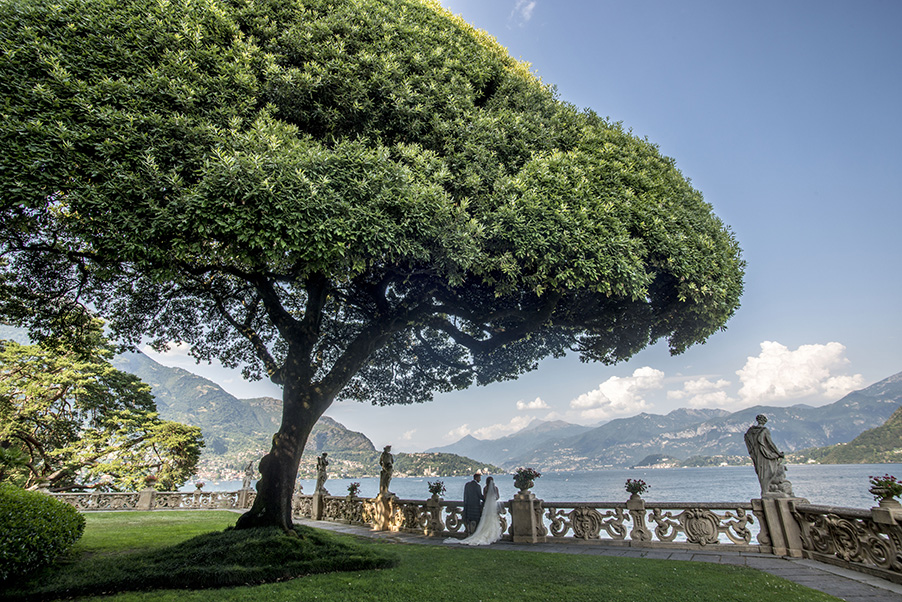 Villa-Balbianello-bride-groom-lawn-Lake-Como-wedding-venue