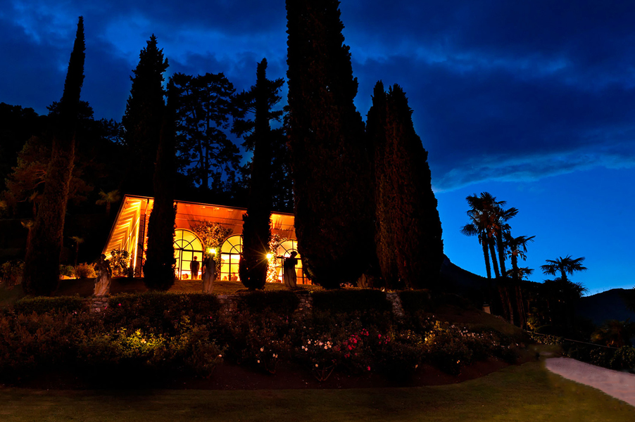 Villa-Balbianello-loggia-segre-orangery-dining-room-at-night-with-lights
