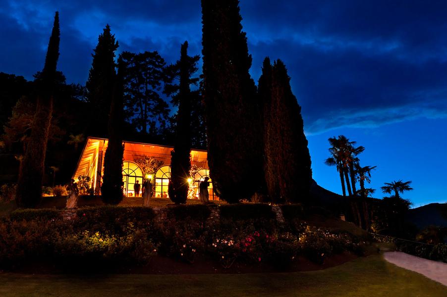Villa-Balbianello-loggia-segre-orangery-dining-room-at-night-with-lights