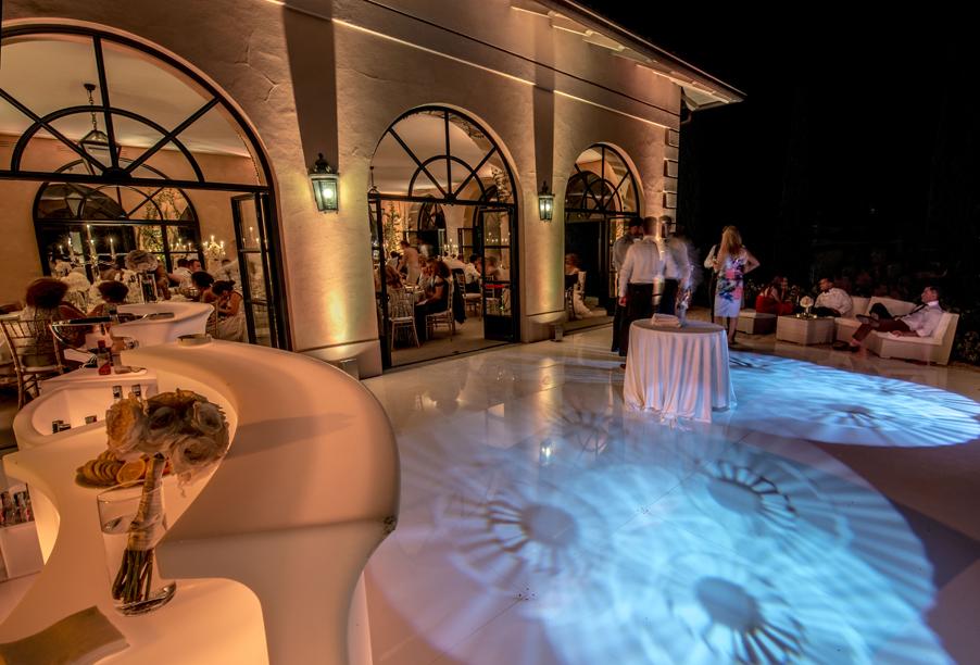 Villa-Balbianello-outdoor-terrace-with-lighting-for-weddings