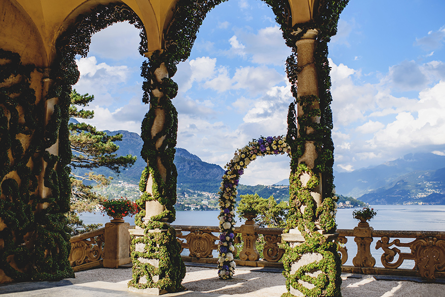 Villa-Balbianello-wedding-ceremony-terrace-flower-arch-Lake-Como-wedding-venue