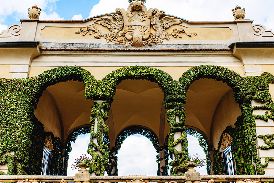 Villa-Balbianello-wedding-ceremony-terrace-arches-Lake-Como-wedding-venue