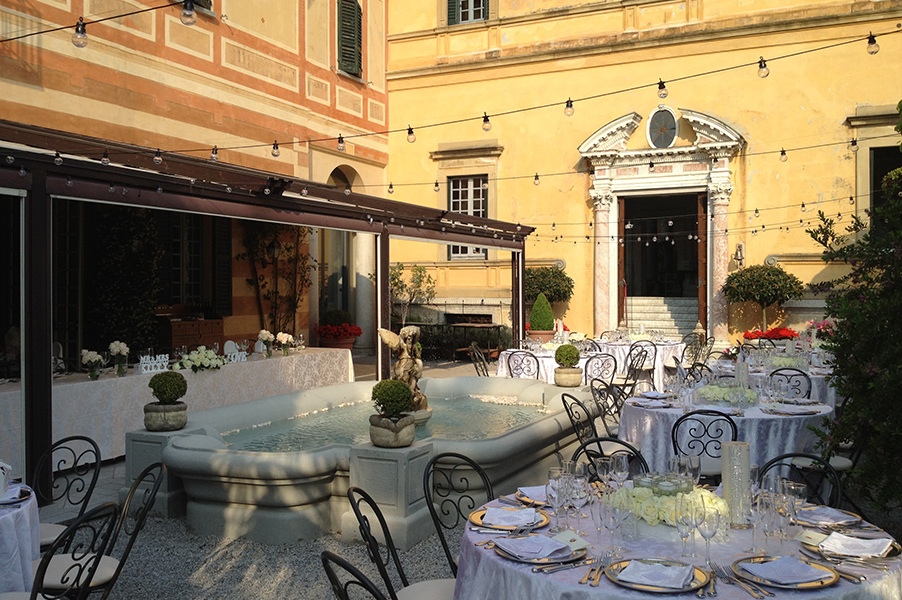 Villa-Cipressi-Lake-Como-wedding-venue-outdoor-dining-courtyard