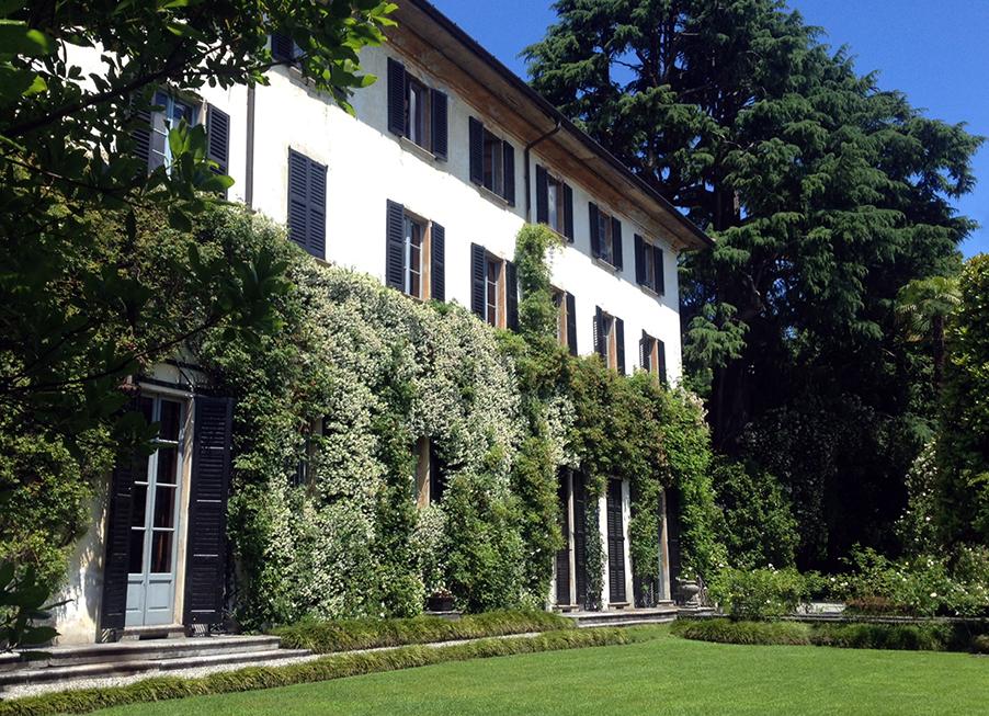 villa-monastero-lake-como-wedding-villa-venue-shutters-and-lawn