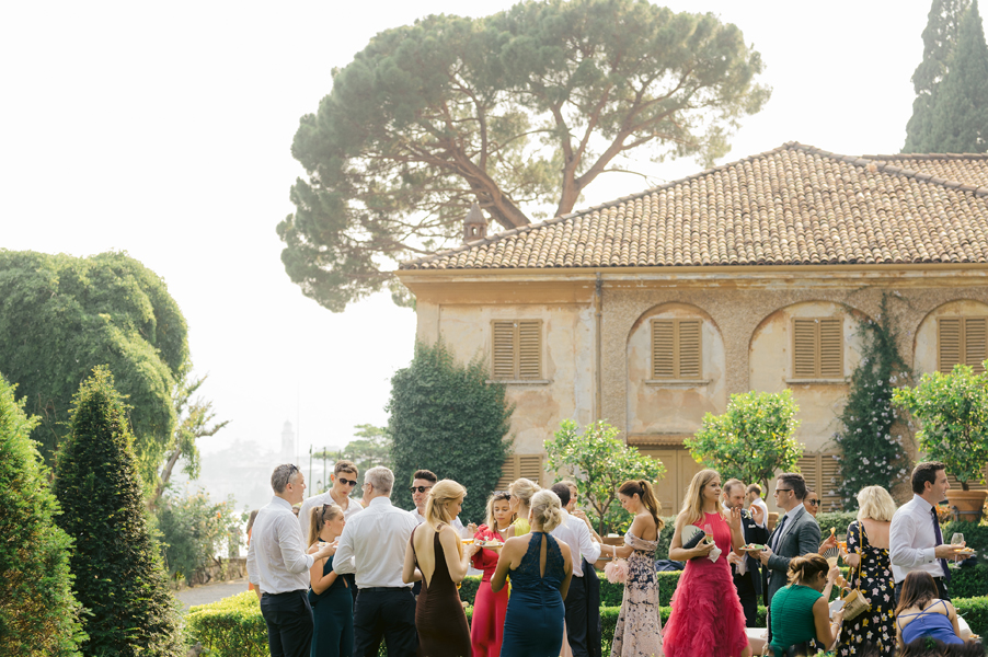 Villa-Pizzo-wedding-day-aperitivo-outside-on-the-lawn