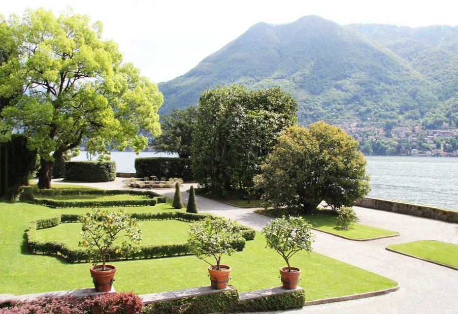 Villa-Pizzo-wedding-venue-lawn-and-terrace-on-the-lake-side