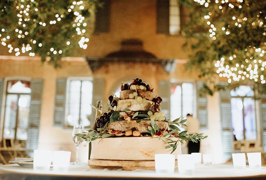 wedding-cake-outside-on-the-terrace-at-villa-regina-teodolinda-wedding-by-my-lake-como-wedding-wedding-planner