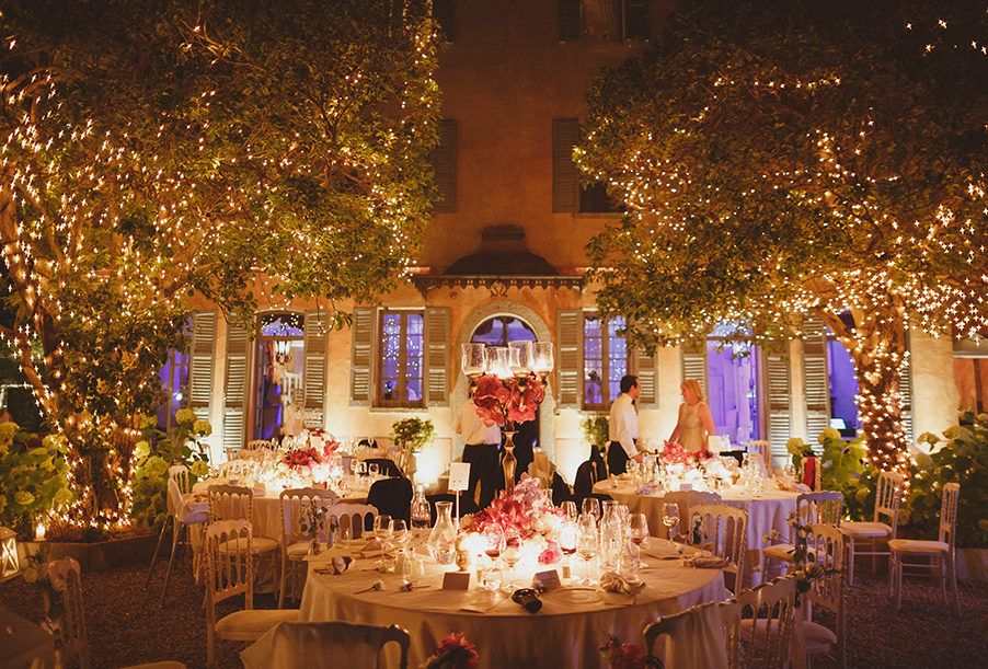 wedding-venue-villa-regina-teodolinda-at-night-with-fairy-lights-wedding-by-my-lake-como-wedding