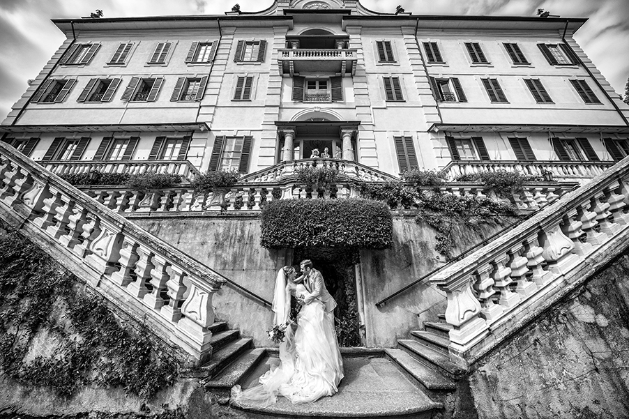 Bride-and-groom-photo-shoot-at-Villa-Carlotta-steps-on-Lake-Como