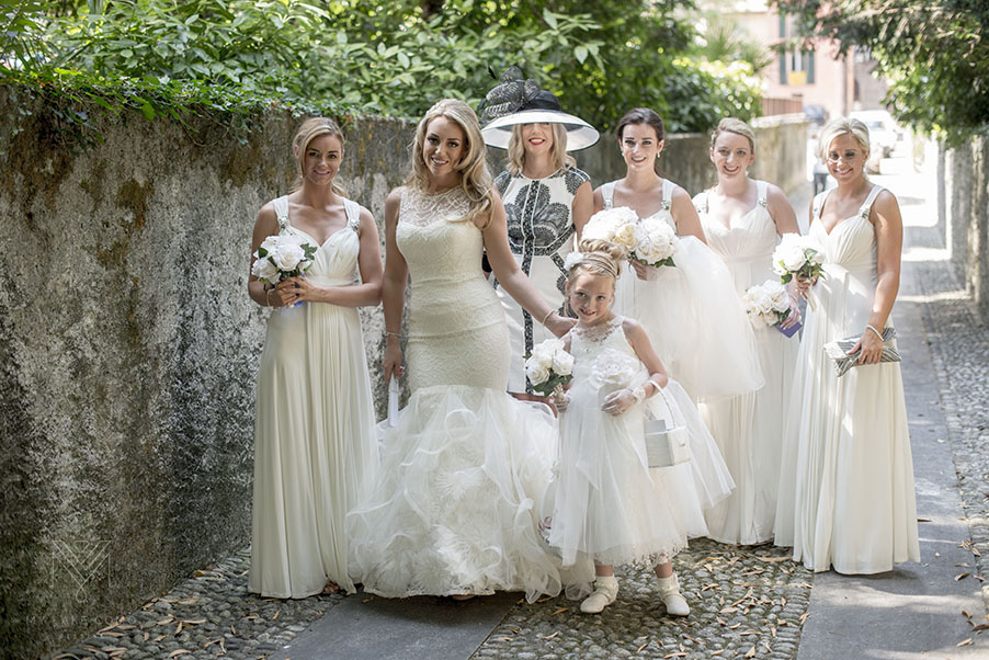 Bride-and-her-bridesmaids-in-Italian-streets
