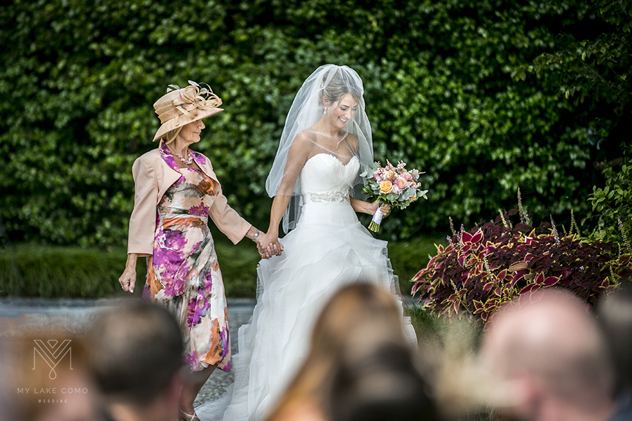 Bride-and-her-mother-arrive-at-the-Lake-Como-wedding-ceremony