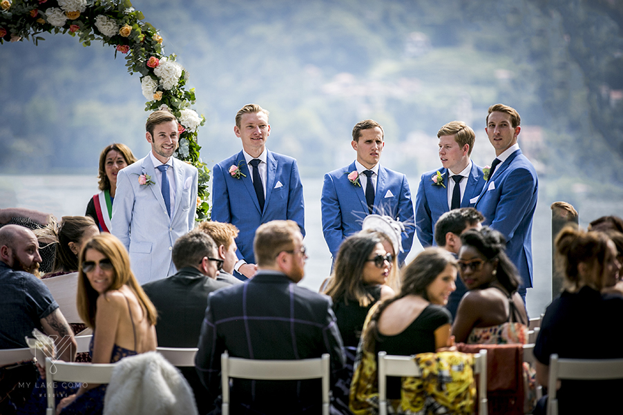 Groomsmen-waiting-at-the-ceremony-at-Villa-Carlotta
