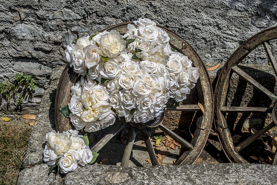 Wedding-flowers-for-Lake-Como-wedding-Italian-cart-wheel