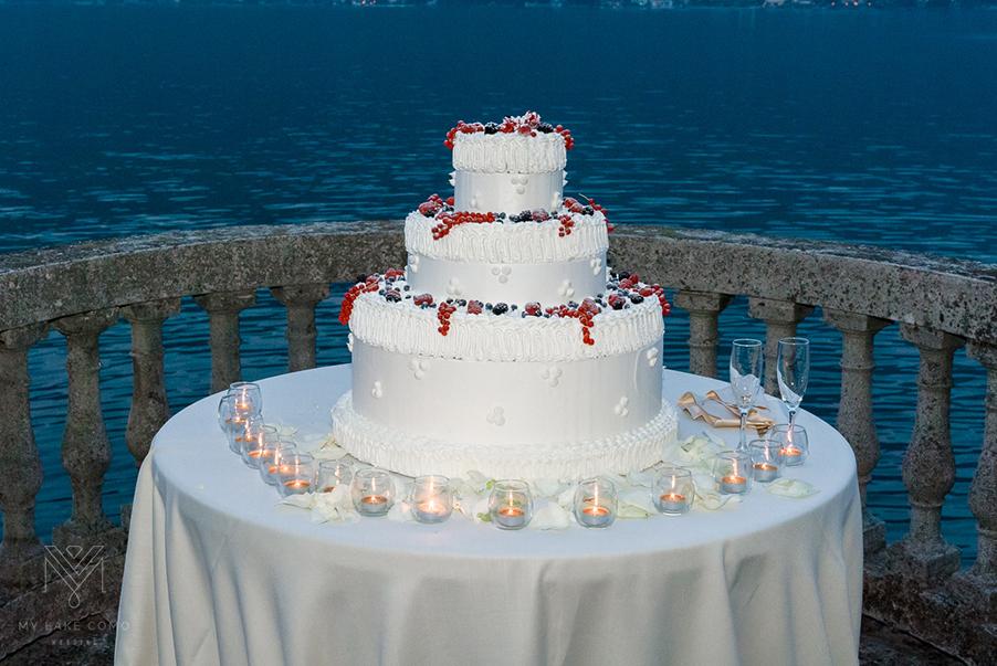 beautiful-wedding-cake-at-lakeside-Lake-Como-villa