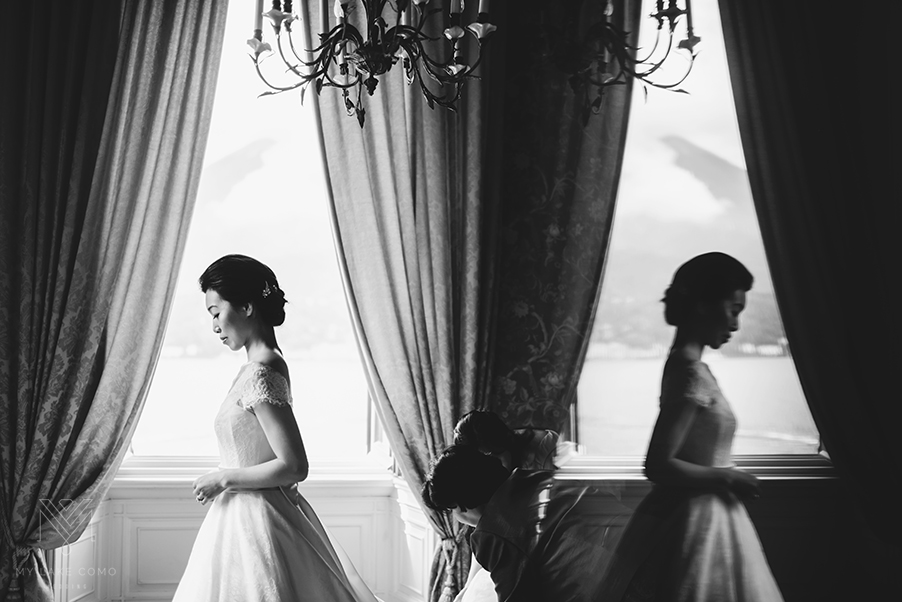 Bride-ready-for-her-wedding-ceremony-at-Grand-Hotel-Serbelloni-Lake-Como