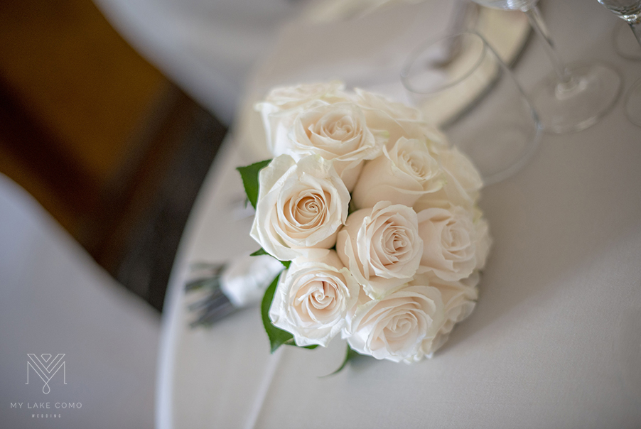 Elegant-white-wedding-bridal-bouquet