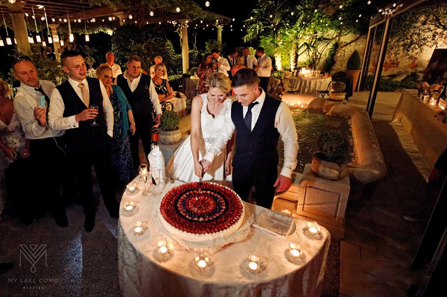 Italian-wedding-cake-cut-at-Lake-Como-Villa-Cipressi