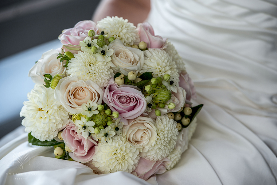 Lake-bride-and-her-beautiful-bridal-flower-bouquet-with-berries