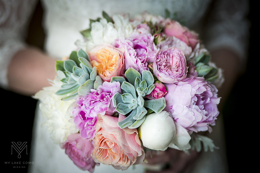 Lake-Como-bride-shows-off-her-beautiful-bouquet