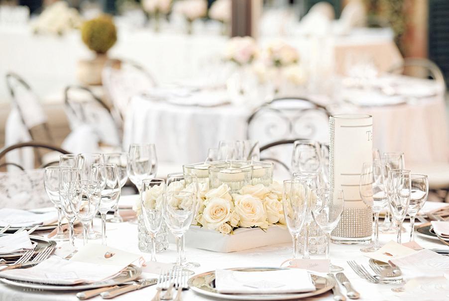 Lake-Como-elegant-white-table-centerpiece-display
