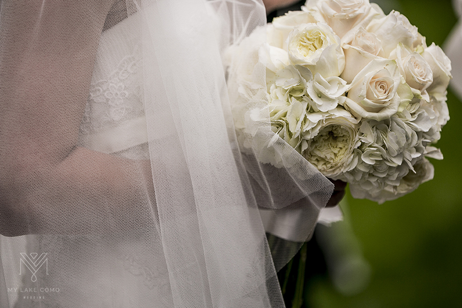 Lake-Como-wedding-bridal-bouquet-at-Grand-Hotel-Tremezzo