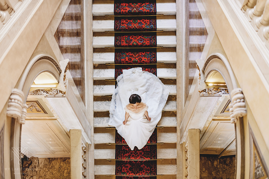 Lake-Como-wedding-bride-on-the-grand-staircase-at-Hotel-Serbelloni