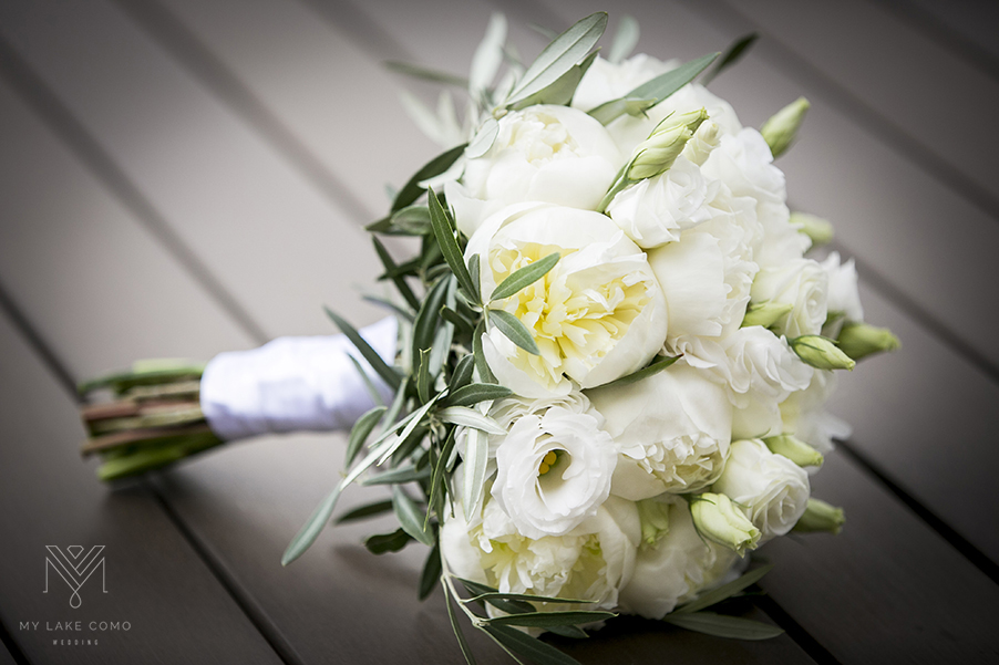 Lake-Como-wedding-brides-bouquets-at-Villa-Cipressi