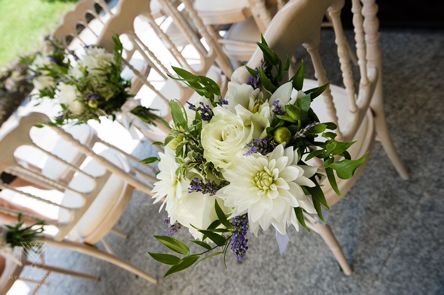 Lake-Como-wedding-ceremony-chairs-with-flower-bouquets