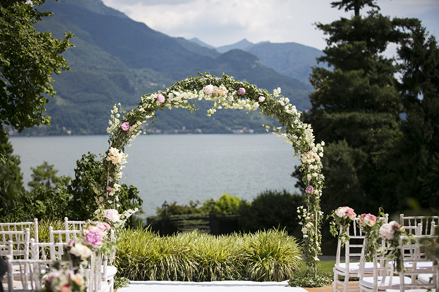 Lake-Como-wedding-ceremony-flower-arch