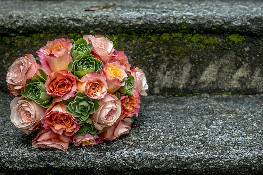 Lake-Como-wedding-coral-rose-bride-bouquet