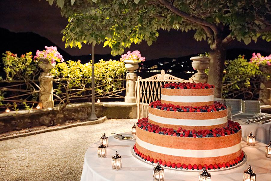 Naked-wedding-cake-on-Lake-Como