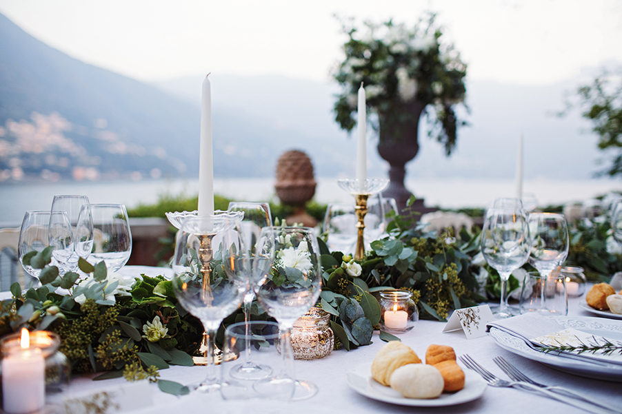 outdoor-alfresco-dining-table-with-decoration-by-my-lake-como-wedding