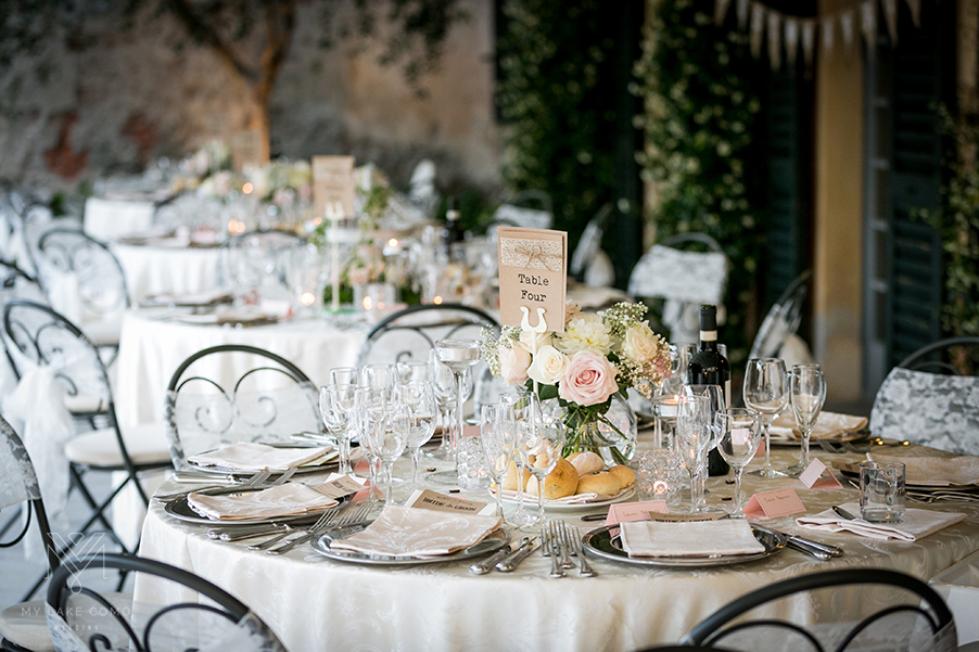Simple-and-elegant-wedding-table-flowers