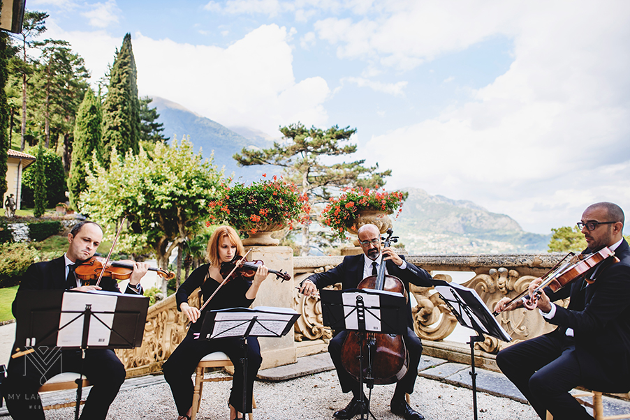 String-quartet-musicians-at-Lake-Como-wedding-at-Villa-Balbianello-terrace