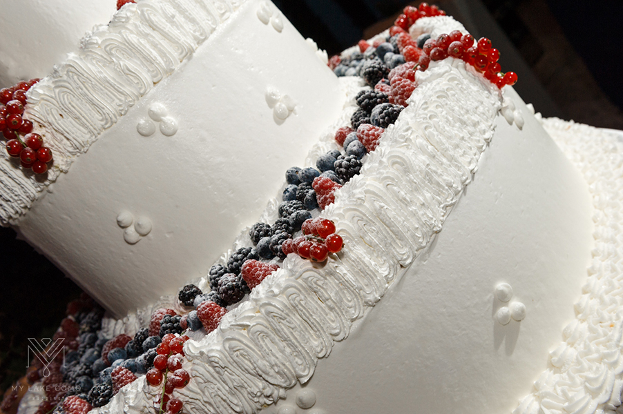 Three-tier-white-wedding-cake-with-seasonal-fruit
