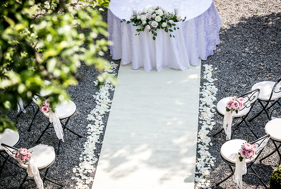 Villa-Cipressi-wedding-aisle-runner-rose-petals-and-chair-bouquet