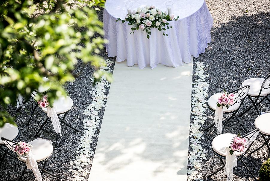 Villa-Cipressi-wedding-aisle-runner-rose-petals-and-chair-bouquet