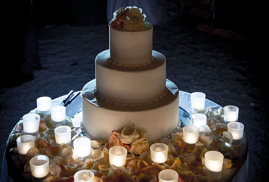 wedding-cake-and-candles-at-italian-wedding-by-my-lake-como-wedding