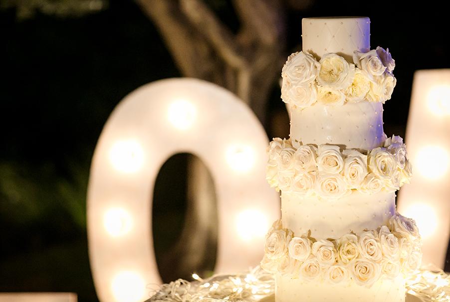 wedding-cake-and-light-up-love-letters-on-lake-como-by-my-lake-como-wedding